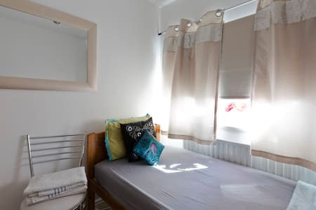 Beautiful Single bedroom - 10 mins to Train/City - Slough - Ház