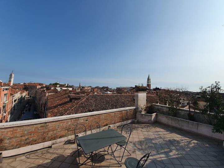 Venice Skyview Deluxe Apartment