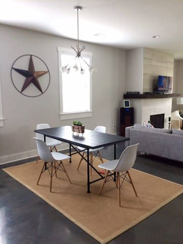 Hip + Modern East Nash Crash Pad - Nashville - Casa