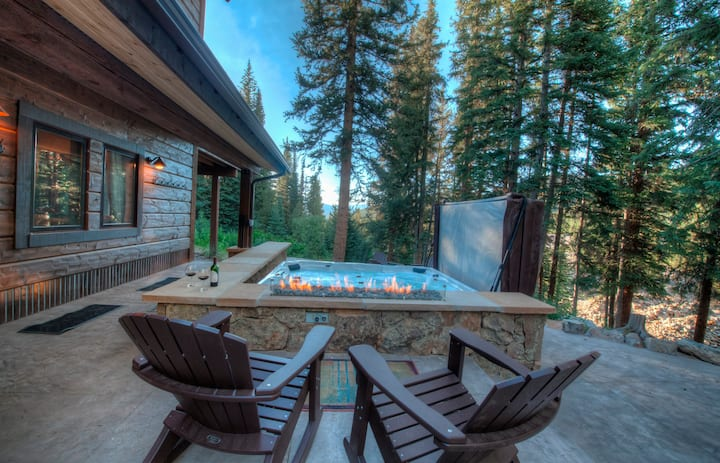 Luxury and Light in Breckenridge w/Hot Tub for 10!