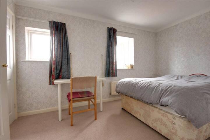 Double bedroom in Ingleby Barwick, near Yarm