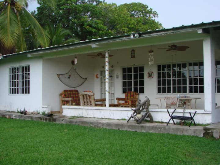 CORONADO-COZY HOUSE Close to the beach pets allowe