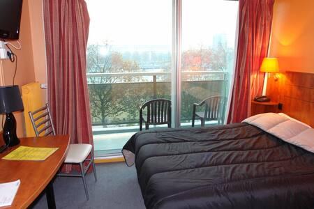 Chambre mini 14 m² avec douche WC - Rouen - Bed & Breakfast