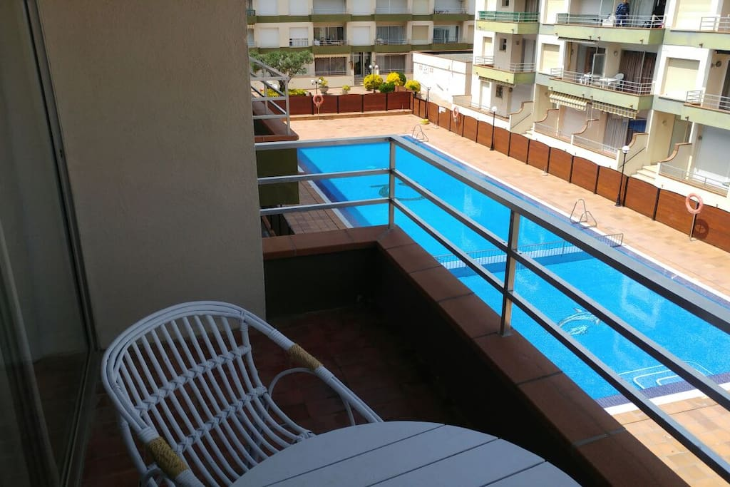 Balcony with view to pool