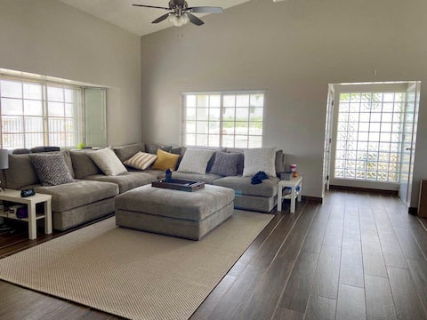 Cozy & Comfy Bedroom+ Gated Community + Dive Guide