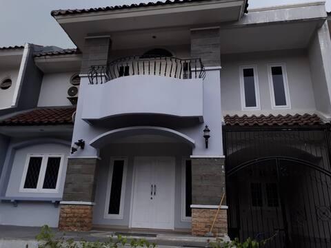 Sewa Rumah Puri Sriwedari