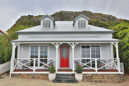 Little Talisker Cottage - Luxury Coastal Chic