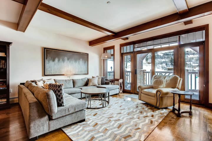 DAYBREAK AT SNOWCLOUD - THIS LUXURIOUS MOUNTAIN HOME LIFTS YOUR SPIRITS