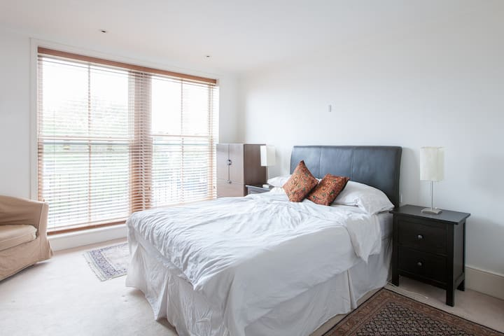 Ensuite Bedroom on Kings Road - Londres - Apartamento
