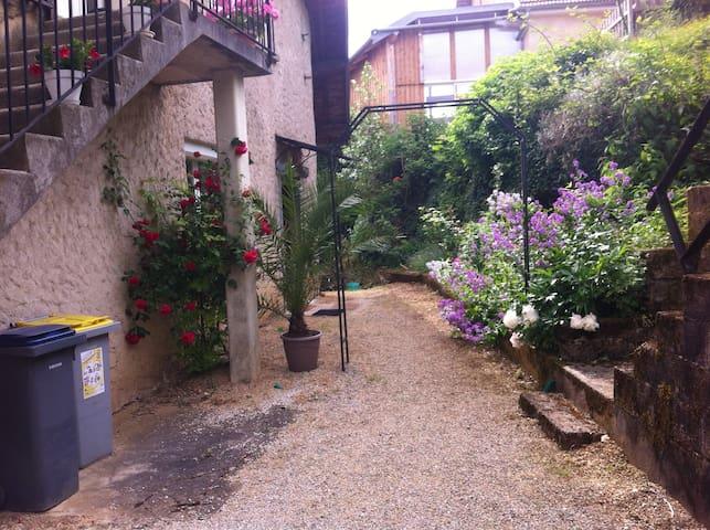 Rdc très calme à 5 km du centre-ville de Besançon - Serre-les-Sapins - Apartamento