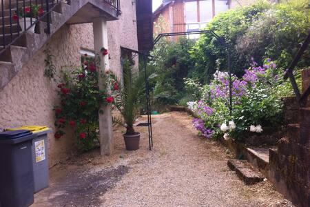 Rdc très calme à 5 km du centre-ville de Besançon - Serre-les-Sapins - Leilighet