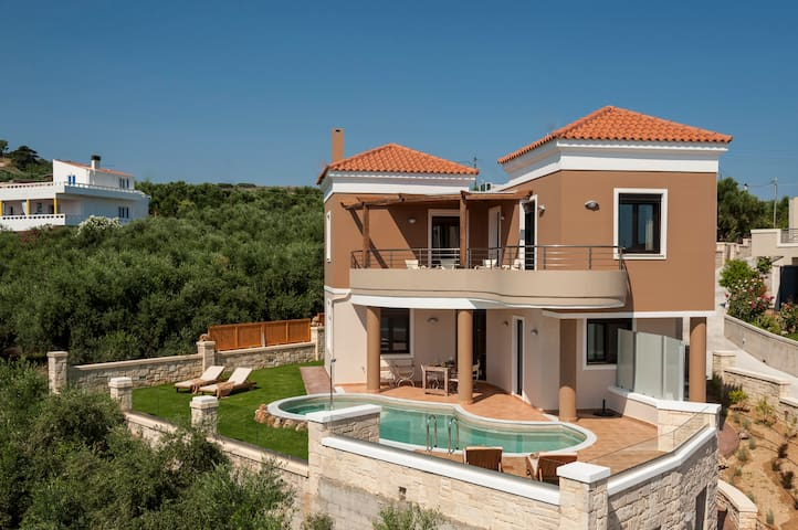 Villa Stellina with outstanding view & heated pool