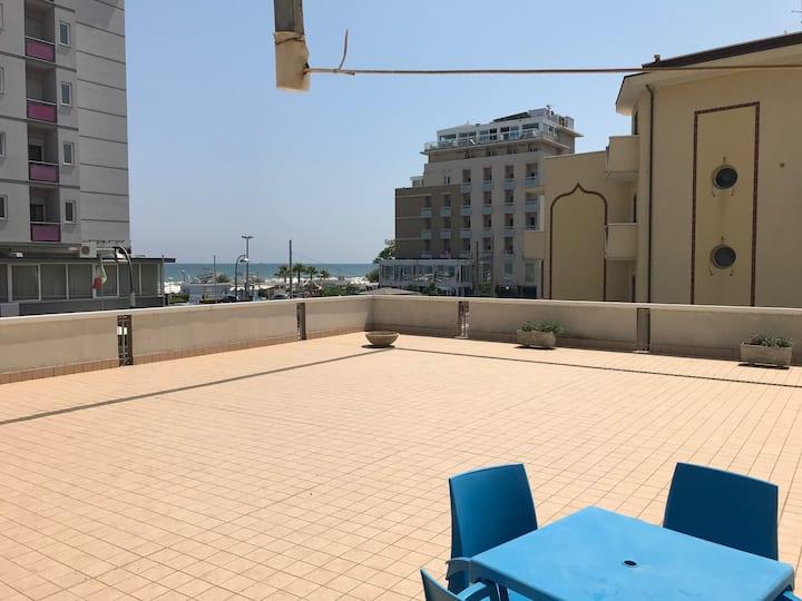 Terrazzo di 300 metri quadri fronte mare.