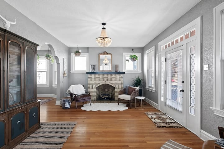 Front Living Room & Fireplace