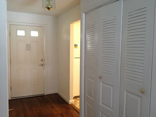 Large BR in quiet Brittany Farms (2 mo or more )