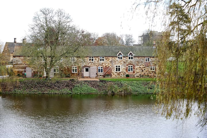 Belvoir Estate's Croxton Park, Luxury, Lakeside