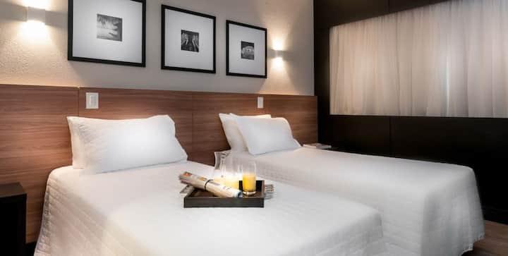 Quarto duplo em hotel categoria luxo