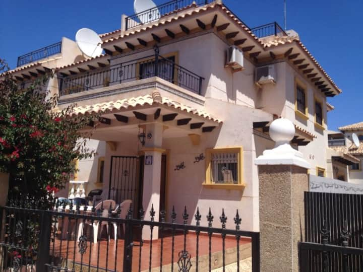 Spacious 2 bedroom house in Cabo Roig