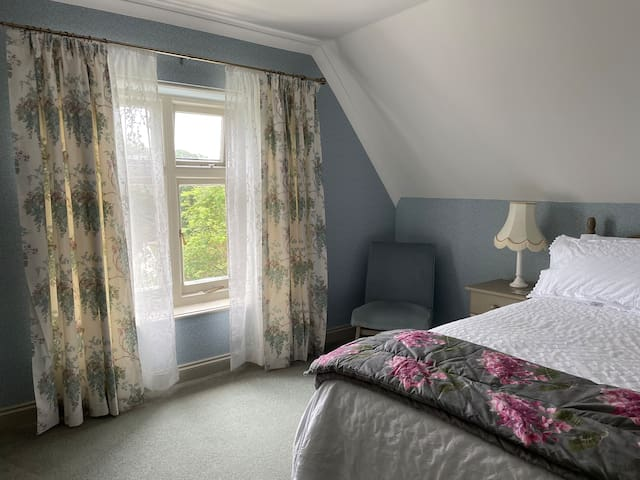 The pretty bedroom with a kingsize bed which overlooks the garden.
