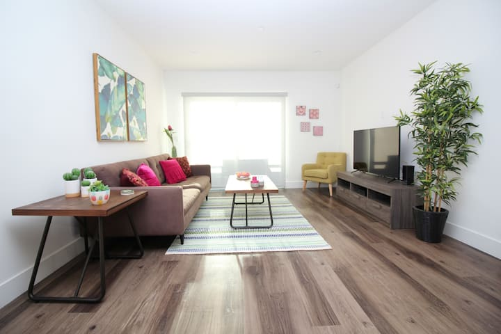 DELUXE PENTHOUSE 2BT&2BD Sanitized Free Parking!