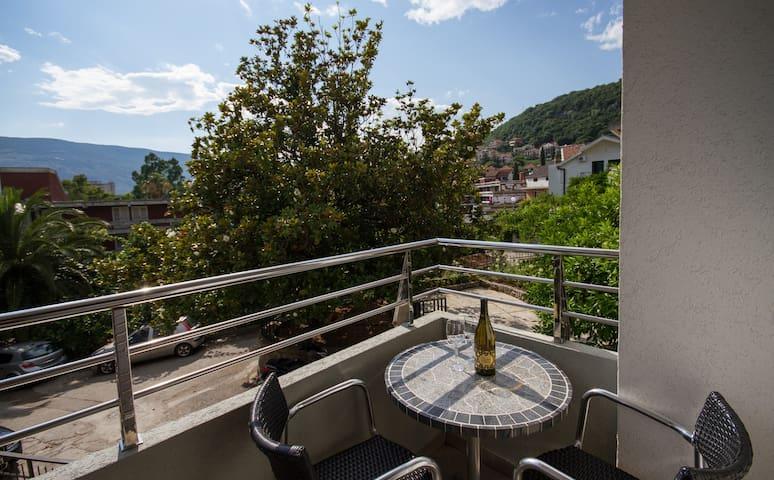 Mracevic-Comfort with Nice Balcony1 - Igalo - Wohnung
