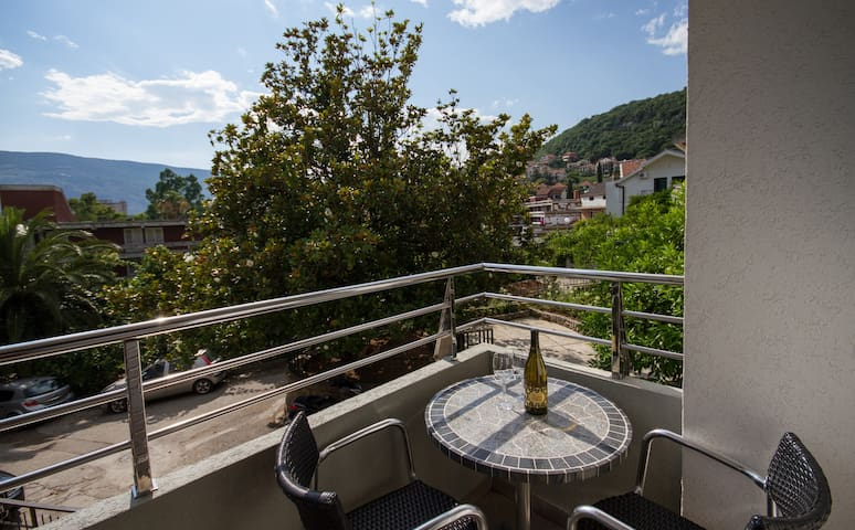 Mracevic-Comfort with Nice Balcony1 - Igalo - Apartamento