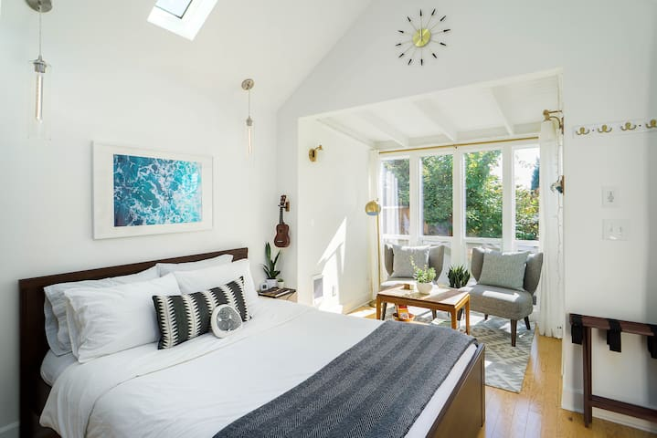Sun-filled Detached Studio in Close-in SE Portland