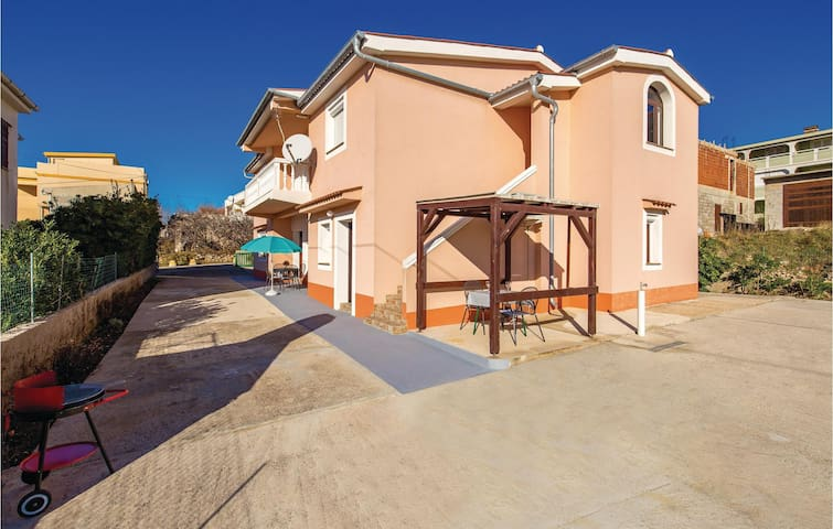 Holiday cottage with 3 bedrooms on 100m² in Pag