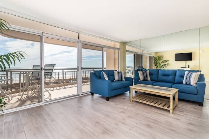 Completely updated condo w/ ocean & bay views, shared pool, & tennis court