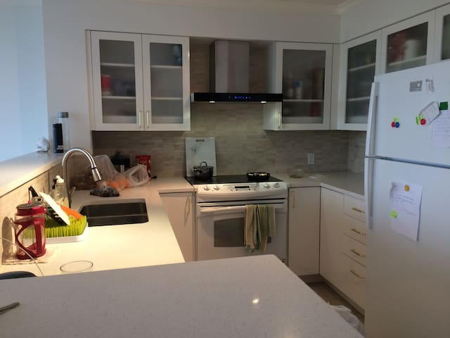 Quiet Bright Entire 1Bedroom Apt WestEnd