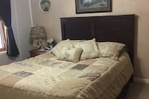 Queen size bed, ceiling fan, all linens, blankets clean and FRESH! Promise....