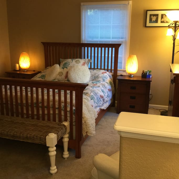 Queen bed and two night stands