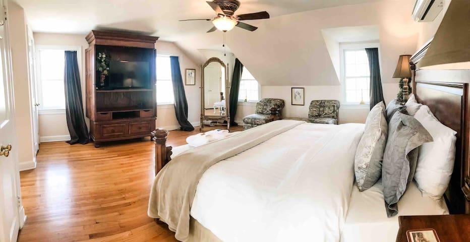 Master Bedroom Suite with King bed, ensuite bathroom & Smart TV ~ bedroom 1