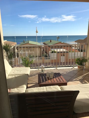 Great sea view, 3 bedrooms, renovated, garage