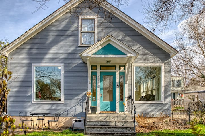 West End home w/ fenced yard, gas grill & lots of charm - close to Greenbelt!