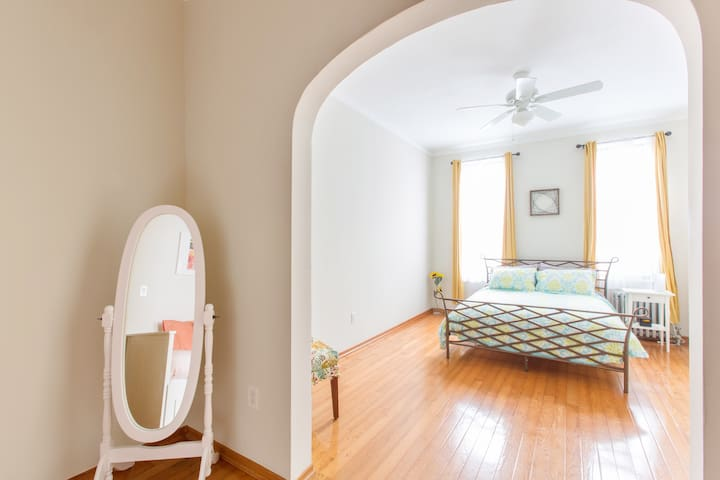 1.5 Bedrooms in Greenpoint Williamsburg Apt for 5