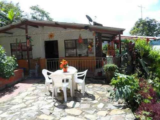 VACATION RENTAL CABAÑA RURAL COTTAGE MOUNTAINS