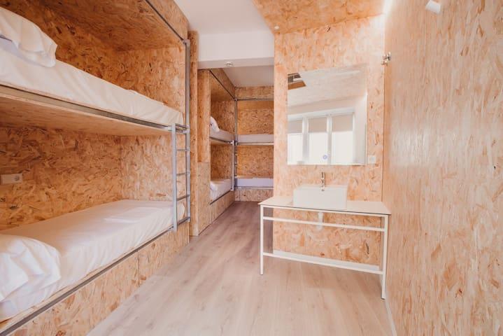 Habitación para 6 personas con baño privado