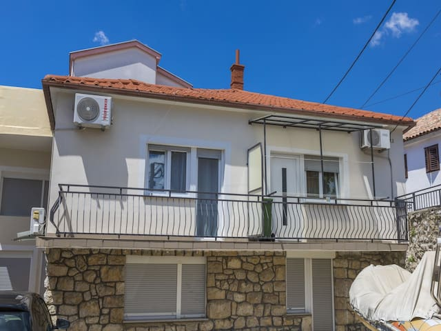 Two Bedroom Apartment, 200m from city center, seaside in Crikvenica, Balcony