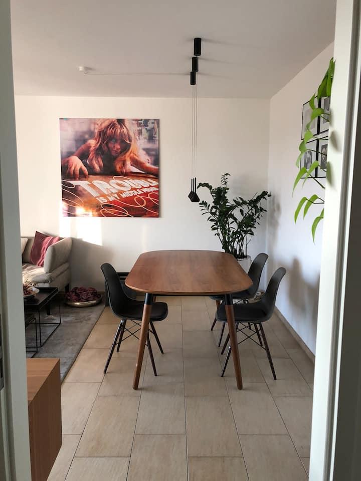 Neubau, 2 Zimmer, Küche, Bad, Südbalkon zum Park
