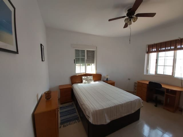 Torrevieja - Large Room in House with Pool
