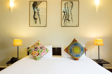 Nizamuddin Exotic Home Stay- Room 111 - New Delhi