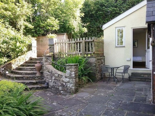 Private Hillside Hideaway, Breathtaking Views. - Llangattock
