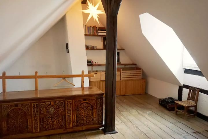 Art flat with attic room (very central)