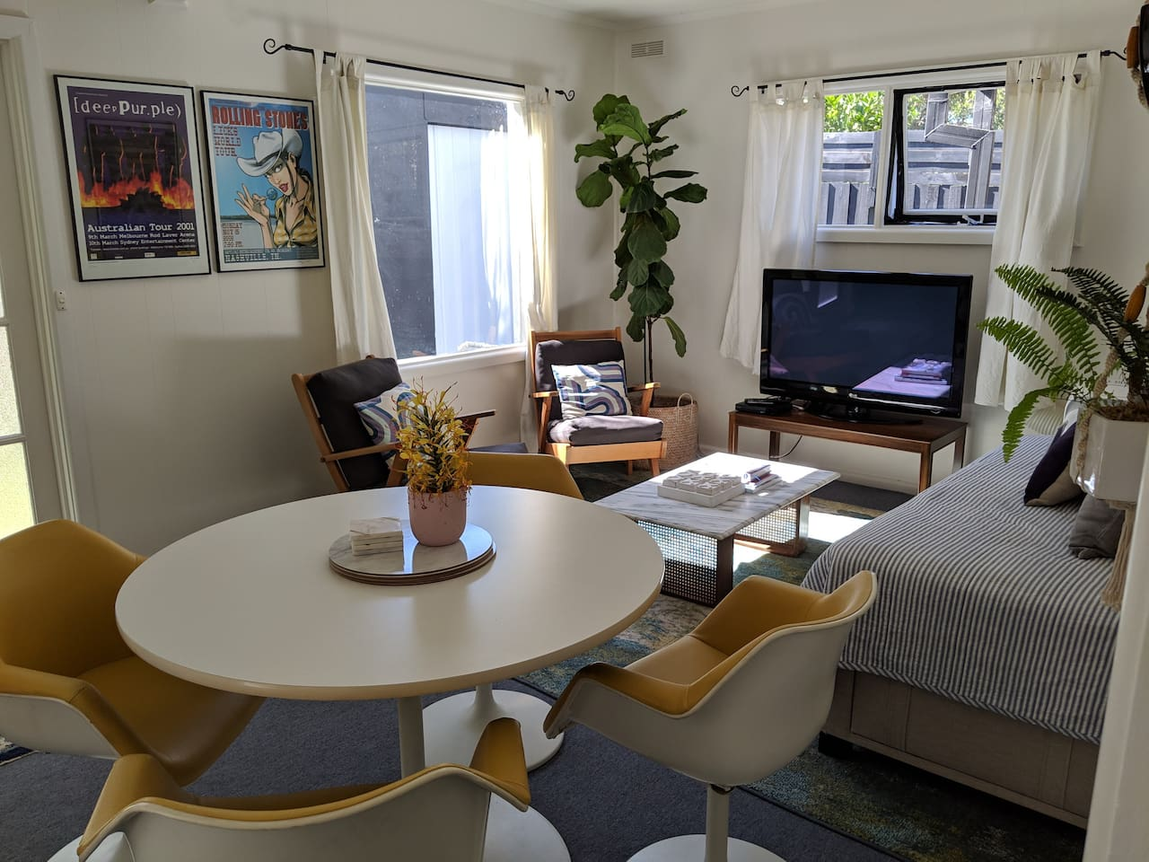 Lounge with Free to Air TV, DVD & Netflix