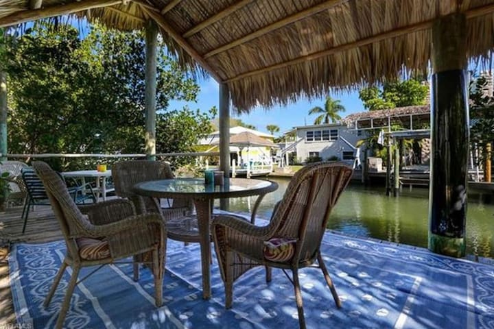 vacation homes in saint james city