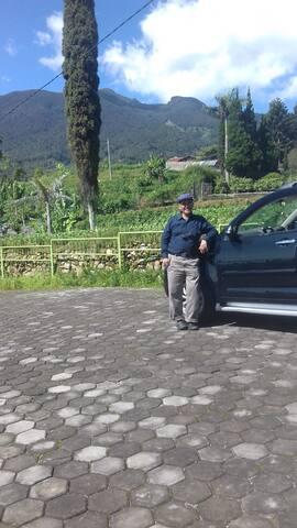 Saung Aki Gunung Putri,  Pacet, Cianjur