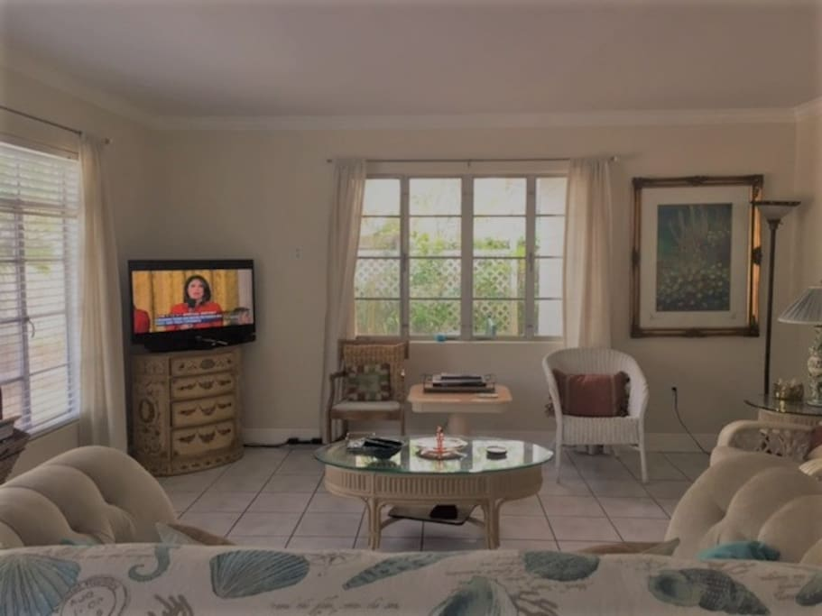 the living room dunedin fl cozy downtown dunedin mi casa su casa houses for rent 18258