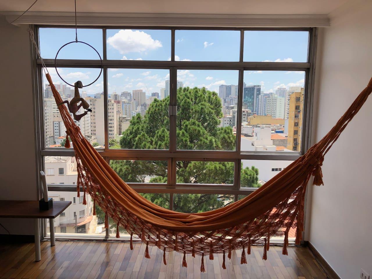Living room view to the São Paulo city center neighbourhood and landmark buildings