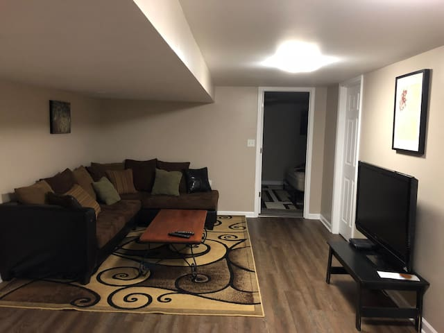 Comfy and Spacious Near Midway Airport